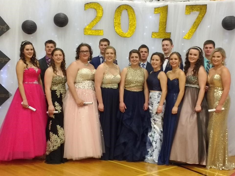 Lake Lenore School Class of 17.jpg